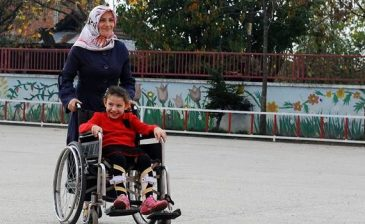 Engelli cocuğuna bakan anne erken emekli olur