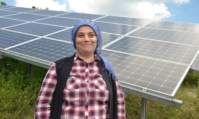 Devlet desteği aldı, tarlada güneş enerjisiyle üretmeye başladı! Tüm ilçenin ihtiyacını gideriyor